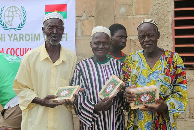 İHH'dan Afrika'ya 11 bin Kuran'ı Kerim